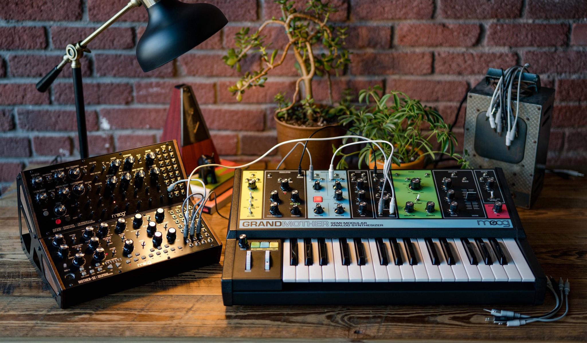 Moog Grandmother – Semimodulär analogsynt med fjäderreverb