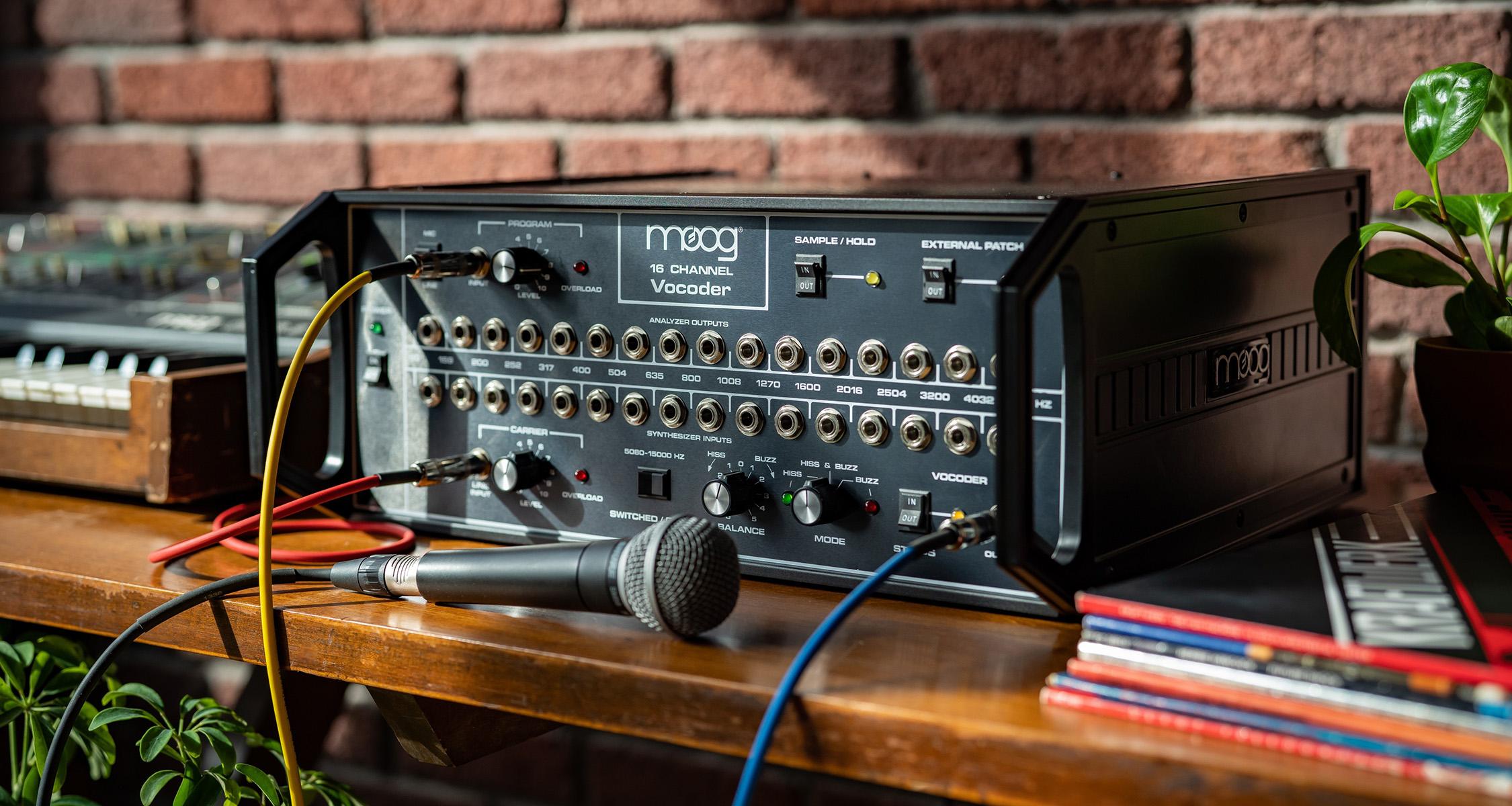 Moog nylanserar legendariska 16 Channel Vocoder